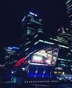 Canary Wharf for dinner #London #city #buildings #nightlife #food #dinner #uk #architecture #lights #anniversary #weekend #bigeasy #viptime #motivation #instadaily #inspiration by vip_timepiece