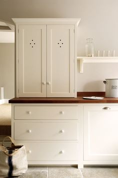 The Wymeswold Shaker Kitchen by deVOL - This beautifully simple kitchen is part of a restoration project in a country manor house. We love the use of our closed shaker counter top cupboard, its the perfect space to store all of your kitchen bits and bobs. Shaker Kitchen, Kitchen And Bath, New Kitchen, Kitchen Ideas, Kitchen Black, Modern Farmhouse, Fresh Farmhouse, Modern Country, Country Living