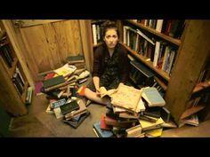 Girls Who Read - http://www.2013trends.net/girls-who-read/