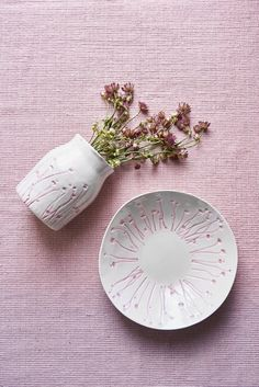 Vaza ceramica Atmosphere White / Misty Rose, Ø 13 cm Scandinavian Living, Giraffe, Stud Earrings, Rattan Furniture, Rose, Design, Sustainability, Interior, Chair