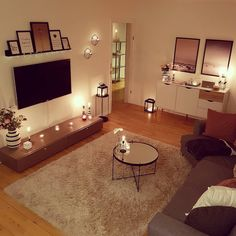 Minus the tiny coffee table. - Wohnzimmer - Home College Living Rooms, Tiny Living Rooms, Home Living Room, Apartment Living, Living Room Designs, Living Room Decor, First Apartment Decorating, Apartment Design, Apartment Ideas
