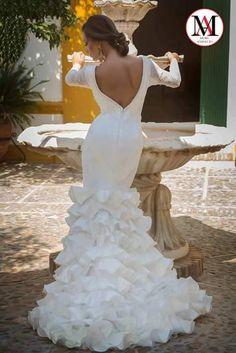 Bellísimo todo el conjunto, vestido, peinado y la modelo!