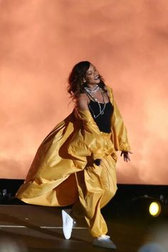 Rihanna performing at Rock In Rio (Sept. Estilo Rihanna, Rihanna Concert, Mode Rihanna, Rihanna Riri, Rihanna Style, Beyonce, Rihanna Outfits, Stage Outfits, Rihanna Looks