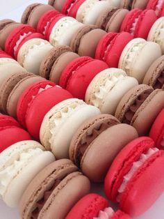 Pour la Ganache montée au chocolat -100 gr de chocolat -50 gr de crème liquide chaude -100 gr de crème fleurette 1/Faire fondre le chocolat au bain marie et versez la crème chaude en 3 fois 2/ajoutez ensuite la crème fleurette 3/réserver au frais une...