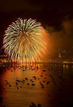 Isla´s — kendradaycrockett: orange attraction by txokyt. Fireworks Art, Wedding Fireworks, 4th Of July Fireworks, Fireworks Displays, Firework Nails, Fireworks Photography, Fire Works, Lower Lights, Bonfire Night