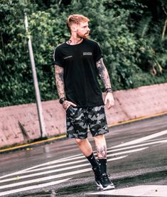 Stylish Mens Outfits, Cool Outfits, Sexy Tattooed Men, Boys Clothes Style, All Black Looks, Mens Fashion, Fashion Outfits, Streetwear Fashion, Street Wear