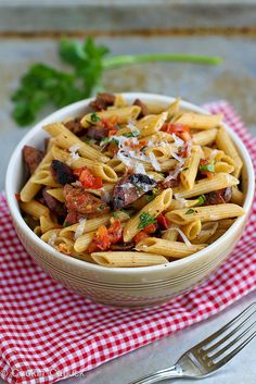 roasted tomato & chicken sausage whole wheat pasta recipe. rich with the flavors of garlic-infused roasted tomatoes and savory chicken sausages. Sausage Pasta, Chicken Sausage, Chicken Pasta, Turkey Sausage, Chicken Alfredo, Roast Chicken, Creamy Chicken, Wheat Pasta Recipes, Chicken Recipes