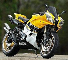 Yamaha w/RD 500 engine Yamaha Motorcycles, Yamaha R6, La Girl, Cafe Bike, Sportbikes, Cycling Art, Marc Marquez, Street Bikes, Bike Design
