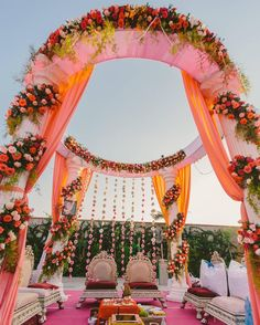 We loved this pink and white themed circular mandap set-up by @f5weddings in Udaipur.