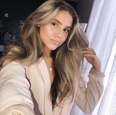 Are you ready to get to know the new hair coloring technique Lay Layage? When the trends of 2016 began to emerge, hair color trends were formed. Bronde Hair, Balayage Hair, Light Brown Hair, Dark Hair, Sandy Brown Hair, Hair Color Techniques, Beautiful Hair Color, Ombre Hair, Hair Looks