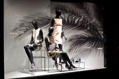 5 Star Plus Retail Design Retail Windows, Store Windows, Windows 2013, Fashion Displays, Black Brick, Visual Display, Window Design, Retail Design, Visual Merchandising