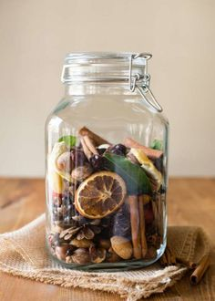 3 easy DIY fall scents — a room spray, pot simmer and homemade potpourri — that will make your whole house smell like the best season ever. Pot Mason Diy, Mason Jar Gifts, Mason Jars, Glass Jars, Pots Mason, Apothecary Jars, Fall Potpourri, Homemade Potpourri, Simmering Potpourri
