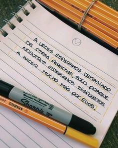 • #frases #imagenes #vida #verdades #amorpropio #parejas #noviazgo #pinterest #tumblr #manitosdecorrector #pensamientos #frasesdereflexion… Sad Love Quotes, Book Quotes, True Quotes, Words Quotes, Funny Quotes, Poetry Quotes, Sayings, Frases Bts, Words Can Hurt