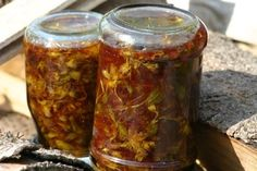 Třezalkový olej pro krásnou pleť Salsa, Jar, Food, Essen, Salsa Music, Meals, Yemek, Jars, Eten