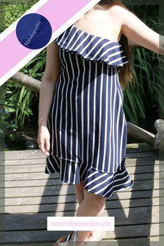 """Felicity die 2te - basiert auf dem gleichen Grundschnitt wie """"Felicity"""". """"Felicity"""" ist eines meiner ersten Kleider für die ich selber den Schnitt konstruiert habe. Hier wird deutlich wie sich verschiedene Stoffe auf die Passform auswirken und wie man durch verschiedene Designelemente einen neuen Look kreieren kann. Ein weiterer Abschnitt auf dem Weg der Schnittkonstruktion. Shoulder Dress, One Shoulder, Strapless Dress, Sewing, Dresses, Fashion, New Looks, Knitting And Crocheting, Fabrics"""