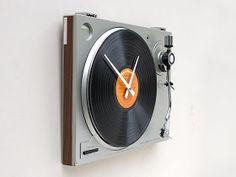 DESIGN FETISH: Turntable Clock