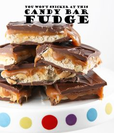 {Snickers Fudge} Candy Bar Fudge that tastes JUST like a certain very tasty and very popular candy bar!  ~ via pipandebby.com