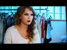 "Taylor Swift - Speak Now Photoshoot (Behind The Scenes). ""I dare to say that hairs like that should be interrupted"" HAHAHA"