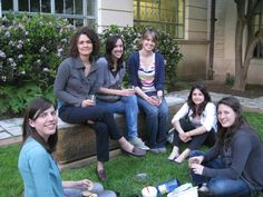 UTSOA students enjoy a break in Goldsmith Hall's Hal and Eden Box Courtyard after attending a lecture by Maurice Cox [photo by Lisa DeLosso; 2012] #utaustin #utsoa #architecture #event #students