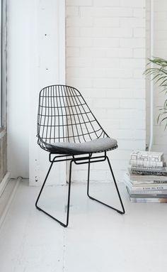 Mooi staaltje werk van Cees Braakman: de Pastoe SM05 stoel #draadtrend #draadstoel
