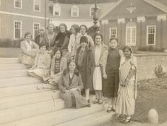 A group of international students gather in the quad, 1928.  (via Smith College Archiveson Facebook)