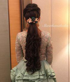 Bridal hairstyles indian weddings mehndi 52 Trendy ideas - New Site Indian Wedding Mehndi, Bridal Hairstyle Indian Wedding, Indian Wedding Makeup, Indian Wedding Hairstyles, Wedding Beauty, Indian Weddings, South Indian Bride Hairstyle, Wedding Updo, Wedding Suits