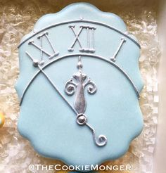 Love this design for Cinderella cookies!!
