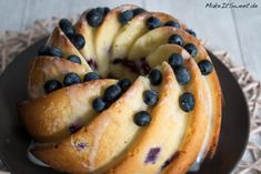Blaubeeren-Zitronen-Buttermilch-Gugelhupf Rezept - MakeItSweet.de Baking Recipes, Cake Recipes, The Joy Of Baking, Blueberry Recipes, Coffee Cake, Bagel, Love Food, Cravings, Food And Drink