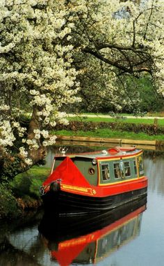 "Springtime, Erewash Canal, Derbyshire, England ""Three Men In A Boat"" England And Scotland, England Uk, Beautiful World, Beautiful Places, Canal Boat, Canal Barge, British Countryside, Derbyshire, British Isles"