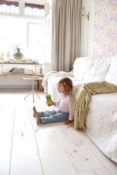 FRIVOLE, family. Annabel. White interior, white floor, vintage pastel wallpaper