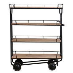 Etagère op wielen gemaakt van stoer metaal met 4 houten planken uit de collectie van New Routz.  H152 x B126 x D51 cm.