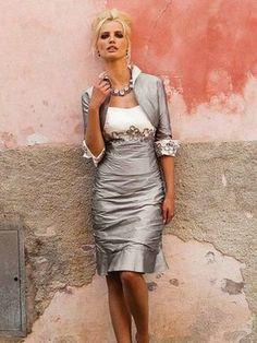 Grey Schede/Kolom Liefje Mouwloos Van Teenpassing Knie-Lengte Satijn Mother of the Bride Jurkje voor € 618,32