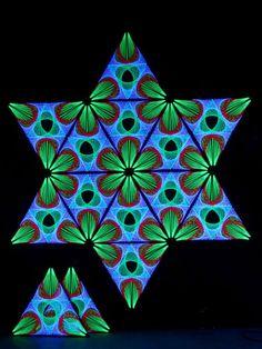 """StringArt Deko Dreieck - Mind Change System """"Lotos Mutation Triangle"""" #blacklight #schwarzlicht #stringart #cube #fadendeko #deco #string #art #psy"""