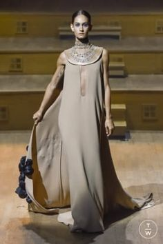 STÉPHANE ROLLAND F/W 18 Egypt Fashion, Greek Fashion, Arab Fashion, High End Fashion, Fashion Show, Old Dresses, Nice Dresses, Stéphane Rolland, Cocktail Outfit