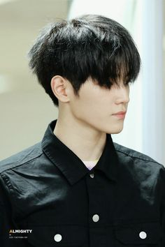 NCT Taeyong HIS JAWLINE KILLING ME