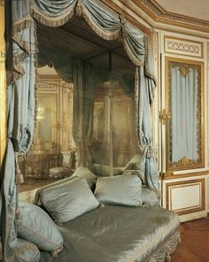 La Meridiana, Marie Antoinette´s sitting area, Palace of Versailles, furnished by Mique in World Heritage . French Interior, French Decor, Interior Design, Chateau Versailles, Palace Of Versailles, Marie Antoinette, Sitting Area, Beautiful Interiors, My Dream Home