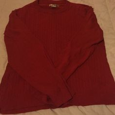 Red oversized sweater! Great condition sweater, love the color and the way it looks. Only worn once or twice, perfect for the winter!😁 says XXL but fits like a large Sweaters Crew & Scoop Necks