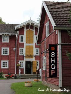 Suomen vanhin lasitehdas on lopettanut toimintansa, mutta miljöö on onneksi säilynyt. Stop Working, My Land, Old Houses, Denmark, Norway, Tourism, Buildings, Nostalgia, Places To Visit