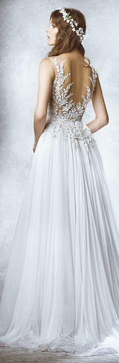 I want the back of my dress to look like this. The literal back of the dress. Zuhair Murad Fall-winter 2015 - Bridal.