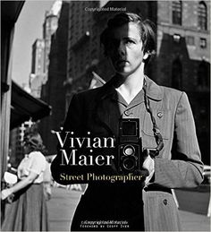 Vivian Maier : street photographer / edited by John Maloof ; foreword by Geoff Dyer Brooklyn : PowerHouse Books, 2011 Self Portrait Photography, Book Photography, Editorial Photography, Famous Photographers, Street Photographers, Vivian Maier Street Photographer, The Americans, Robert Frank, Foto Blog
