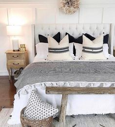A collection of beautiful country and farmhouse decor ideas Decor, Beautiful Bedrooms, Home Decor Bedroom, Bedroom Makeover, Home Bedroom, Cozy House, Home Decor, Apartment Decor, Remodel Bedroom