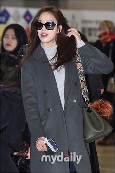 "T-ARA、ファンミーティングのため日本へ出国""個性が光る空港ファッション"""