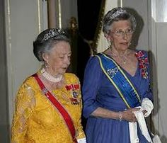 Prinsesse Ragnhild med the Circle tiara. Prinsesse Astrid med the Vasa tiara. Royal castle 2005 gala dinner for Swedish and Norwegian 100 years ago splitting up.