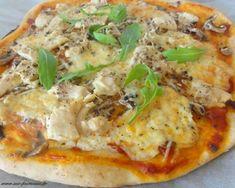 Healthy smoothie recipes 608478599630620421 - pizza poulet creme fraiche Source by esrenaud Pizza Recipe Mozzarella, Bbq Pizza Recipe, Pizza Recipe Video, Pizza Recipes, Cooking Recipes, Burrata Pizza, Cuisine Diverse, Healthy Salad Recipes, Gastronomia