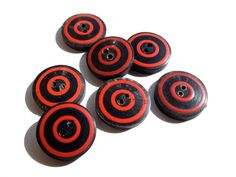 SUPPLY: 3 Large Horn Buttons  Natural Buttons