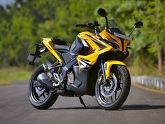 Bajaj Pulsar has surpassed 1000 bookings within one week after its launch. the fastest Pulsar yet has influenced Indian 2 wheeler consumers. Best Photo Background, Studio Background Images, Blue Background Images, Background Images Wallpapers, Bajaj 200, Bajaj Motos, Pulsar Rs 200, Motorbike Insurance, Pulseras Kandi
