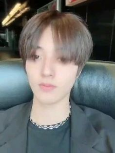 Twitter Video, Stray Kids Seungmin, Boyfriend Pictures, Cute Korean Boys, Cute Gif, Yg Entertainment, Beautiful Asian Girls, Watercolor Illustration, Boy Groups