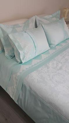 Pike takımı Quilt Bedding, Linen Bedding, Bedding Sets, Bed Covers, Pillow Covers, Cozy Bedroom, Bedroom Decor, Bed Cover Design, Designer Bed Sheets