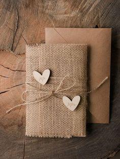 Vintage Hochzeitseinladungen basteln - mit Herzen und Jute