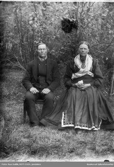 Ole O. Ødegaarden med sin kone Sauland | Beltestakk